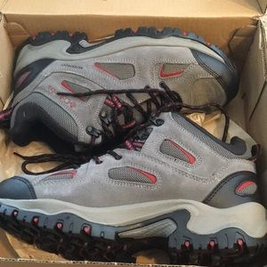 Men's Columbia  size US 9.5 water proof boots